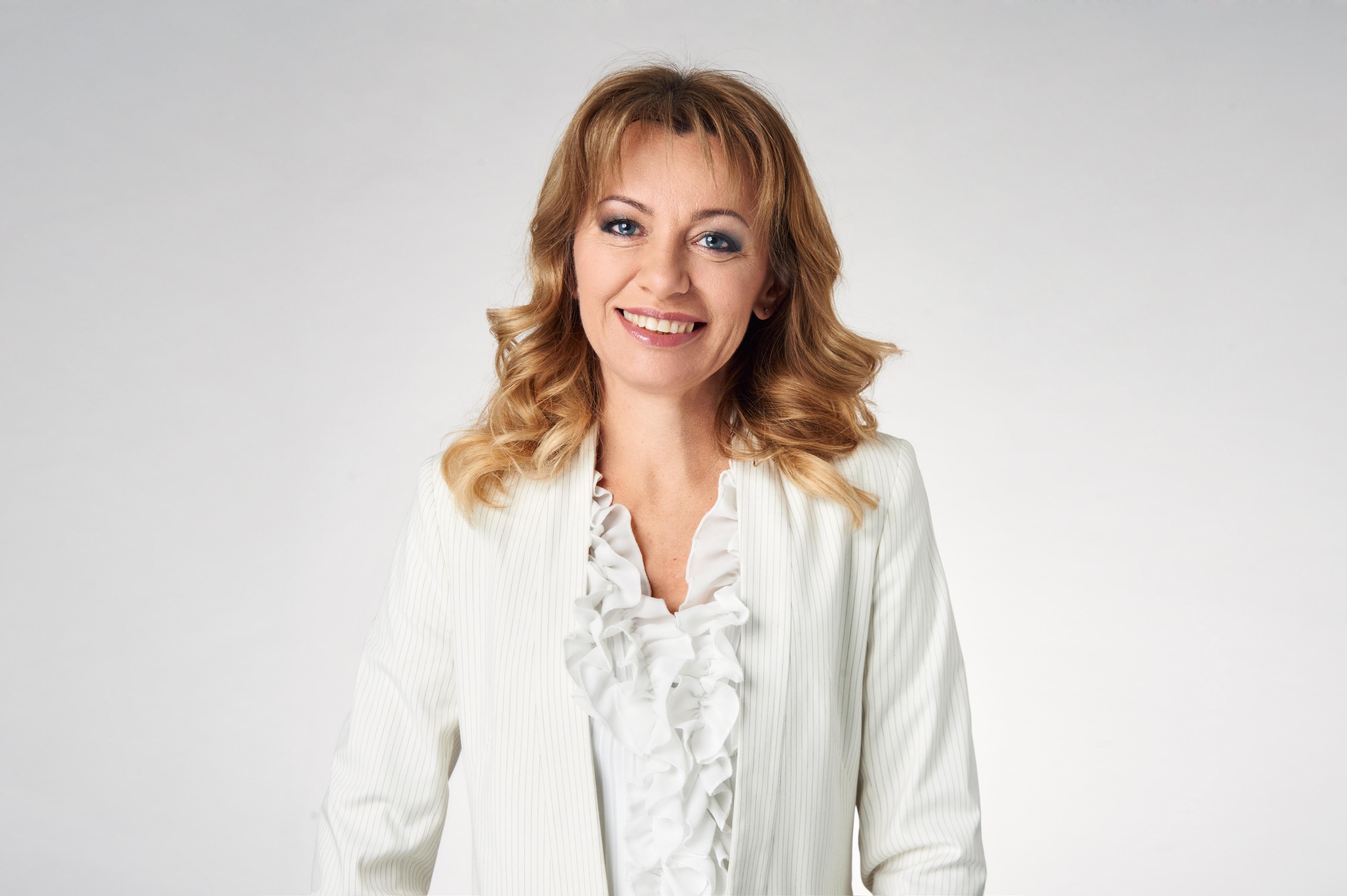 Teresa Perlik<br><br> Menedżer ds. Medycznych<br> Polska i Kraje Europy<br> Środkowo-Wschodniej,<br> Menedżer ds. Monitorowania<br> Bezpieczeństwa Farmakoterapii<br> Polska